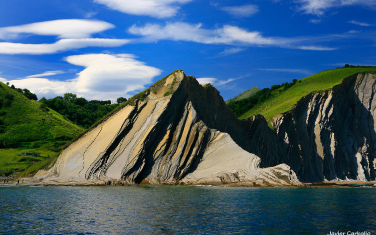 From Zumaia to Deba by boat